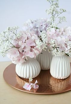 DIY Deko Ideen zu Ostern, weiße Vasen mit Hortensien und Schleierkraut, Tis… DIY decoration ideas for Easter, white vases with hydrangeas and gypsophila, table decoration with flowers Beautiful Flower Arrangements, Floral Arrangements, Beautiful Flowers, Beautiful Pictures, Love Decorations, Decoration Table, Spring Decorations, Flowers Decoration, Scandinavian Home Interiors