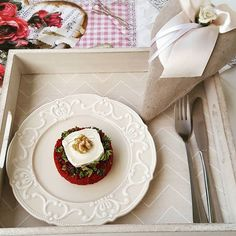 Beetroot bulgur with grilled goat cheese Beetroot, Goat Cheese, Goats, Table Decorations, Tableware, Pink, Bulgur, Dinnerware, Dishes