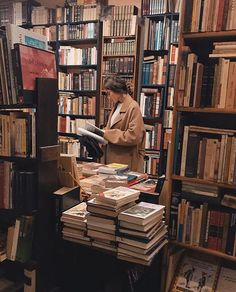 Bookshop library girl dark academia aesthetic book books reading read old vintage study Images Esthétiques, Brown Aesthetic, Belle Photo, Aesthetic Pictures, Light In The Dark, Book Worms, Mood, Reading, Photography Books