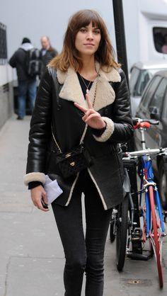 Alexa Chung in a black shearling jacket Daily Alexa Chung, Alexa Chung Style, Parisienne Chic, Charlotte Rampling, Twiggy, Peau Lainee, Tweed, Streetwear, Blazers