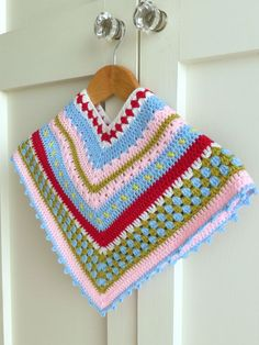 Crochet Poncho Pattern - Tutorial on how to make a Greengate style girls crochet poncho:
