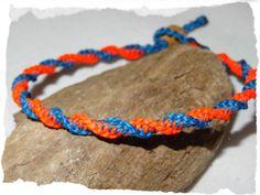 Armband ☼ Neonfarben ☼ blau ☼ orange ☼ Makramee von Sunnseitn Kunsthandwerk auf DaWanda.com