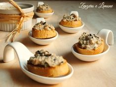 crostini con mousse di tonno -