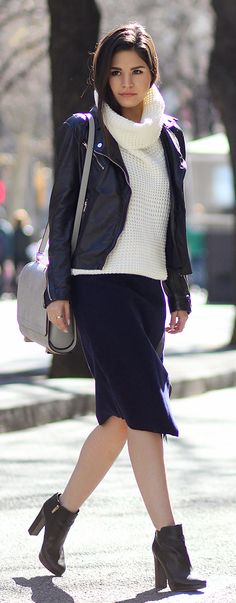 Adriana Gastélum is wearing a white waffle knit turtleneck from Windsor, simple leather jacket from Stradivarius, navy skirt from Sixkisses, ankle boots from Coach and the bag is from Alexander Wang