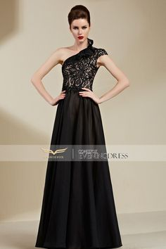 Wow, in love with this glamorous lace #partydress at first sight? How about you? #2016prom #eveningdress #longgown #formalgown #designerpromdress