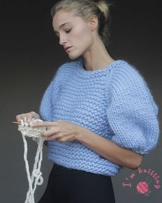 Free Knitted Blouse Sweater Patterns – knitting sweaters for beginners Free Aran Knitting Patterns, Knit Patterns, Sweater Patterns, Stitch Patterns, Knitwear Fashion, Knit Fashion, Fashion Edgy, Fashion Night, Fashion Spring
