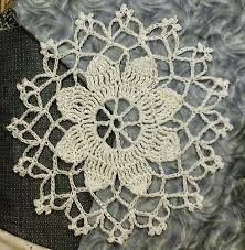 20 Best Crochet Circle Patterns: Mandalas, Doilies, Coasters, Cushions and More Vintage-inspiriert kostenlos Deckchen Muster von Wendy M Anderson Filet hekel (Visited 1 times, 1 visits today) Crochet Circle Pattern, Crochet Circles, Crochet Motifs, Thread Crochet, Crochet Stitches, Lace Knitting, Lace Doilies, Crochet Doilies, Crochet Flowers