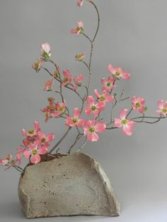 The philosophy of Ikebana is one of simplistic design using natural materials, just as they are. Potter, flower farmer and floral designer Mary Ann Burk creates beautiful ikebana-inspired arrangements. Arrangements Ikebana, Ikebana Flower Arrangement, Flower Vases, Flower Art, Floral Arrangements, Art Flowers, Pink Flowers, Cactus Flower, Exotic Flowers