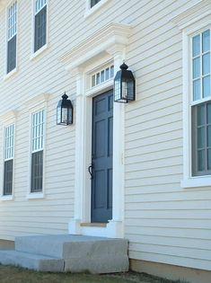 Super Ideas For Farmhouse Exterior Trim Light Fixtures – Farmhouse Exterior Door Trim, Exterior Door Colors, Exterior Cladding, Colonial House Exteriors, Colonial Exterior, Modern Exterior, Exterior Design, Exterior Light Fixtures, Exterior Lighting