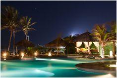 Localizado de frente para o mar, na praia do Guajiru, no município de Trairi, aproximadamente 120 km de Fortaleza, o Zorah Beach Hotel foi buscar inspiração no espírito asiático com toques tropicais para apresentar o seu conceito de exclusividade.