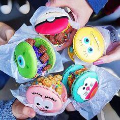 Disney Desserts, Köstliche Desserts, Disney Food, Cute Food, Yummy Food, Comida Disney, Cute Baking, Tumblr Food, Rainbow Food