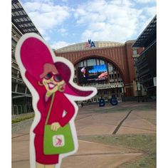 Flat Gloria is in Dallas, TX attending some business meetings with our Founder, President & CEO, Chris Weaver. They had a chance to stop by the American Airlines Center this morning...home of the Dallas Mavs!