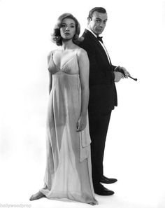 Early days for Sean Connery as Bond.Daniela Bianchi as Tatiana Romanova. One of the most beautiful Bond girls ever. Fleming based her on Christine Granville. Style James Bond, James Bond Women, Sean Connery James Bond, Classic Hollywood, Old Hollywood, Service Secret, Bond Series, Actrices Sexy, James Bond Movies