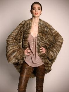 Loving this tonal look and the fur coat doesn't swamp her. Simple and chic....x