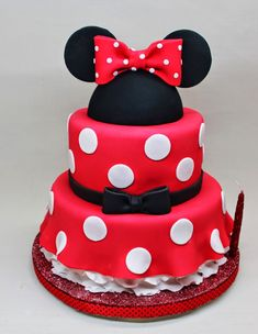 Minnie Mouse Cake by Violeta Glace Minni Mouse Cake, Mickey And Minnie Cake, Minnie Mouse Cookies, Minnie Mouse Theme Party, Red Minnie Mouse, Mickey Cakes, Mini Mouse Birthday Cake, Twin Birthday Cakes, Mickey Mouse Birthday