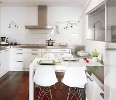 #homedecor #design #interiorstyling #inspiration #decor #cocina #tendencias #blanco Kitchen Reno, Kitchen Dining, Interior Decorating, Interior Design, Layout, House Styles, Table, Furniture, Home Decor