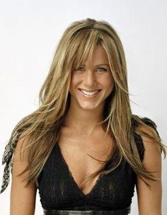 Jennifer Aniston her and beautiful hair Jennifer Aniston Haar, Jeniffer Aniston, Jennifer Aniston Pictures, Hairstyles With Bangs, Cool Hairstyles, How To Cut Bangs, Corte Y Color, Long Layered Hair, Long Choppy Layers