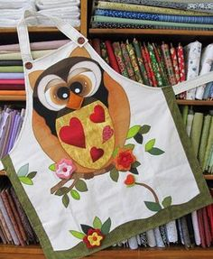 Owl apron: inspiration, pic only Fabric Crafts, Sewing Crafts, Sewing Projects, Craft Projects, Owl Quilts, Applique Quilts, Cute Aprons, Owl Crafts, Sewing Aprons