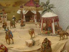 DSC03579 - Belén de Carlos A. Fernandez - Fotos de Navidad Digital Biblical Costumes, Fontanini Nativity, Decoration, Tent, Cute, Christmas, Painting, Oasis, Villa
