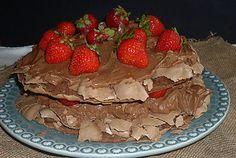 Coisas simples são a receita ...: Pavlova de chocolate com ganache e morangos