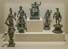 Boscoreale,  MS 1. yüzyıla tarihlenen bir Lararium (ev türbe) Bronz Figürleri,  Roma Dönemi, İtalya