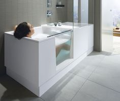 Doccia e vasca in uno: Duravit presenta Shower + Bath Walk In Tubs Bathtub, Sunken Bathtub, Bathtub Shower Combo, Jacuzzi Bath, Bathroom Layout, Bathroom Interior Design, Lisbon Apartment, Stone Bath, Marble Bath