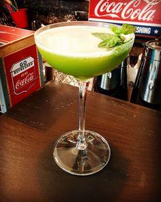 Healty #detox cucumber juice #cocktail. #mixology #instacocktails #cocktailsagram #instadrink #instadrinks #handcraftedcocktails #craftcocktails #handcrafteddrinks #drinks #drinksagram #lifestyle #vodka #rum #tequila #alchemy #drinkporn #cocktailporn #cocktails