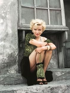 Offbeat photo of blonde bombshell Marilyn Munroe. Monroe was an American act… Offbeat photo of blonde bombshell Marilyn Munroe. Monroe was an American actress, model, and singer. Famous for her ditzy blonde. Arte Marilyn Monroe, Marilyn Monroe Photos, Marylin Monroe Style, Hollywood Actresses, Old Hollywood, Hollywood Fashion, Stars D'hollywood, Actrices Hollywood, Mädchen In Bikinis