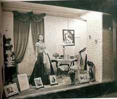 """Harrod's recreated scenes from """"Gone with the Wind"""" in its windows, September Harrods, Gone With The Wind, Old Pictures, Fashion History, World War Ii, Old Houses, South America, Book Art, Image Search"""