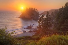 Setting Sun at Trinidad, Northern California Coast Photographic Print by Vincent James at AllPosters.com