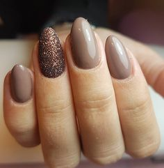 HOW COOL IS THIS? Preppy with a touch of sugar! #nails #naglar #gelnails #nails2inspire #glitter #sugarnails #brown #autumn #autumnnails