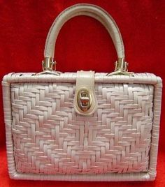 VINTAGE 1950s ROCKABILLY VLV I LOVE LUCY STYLE WHITE LAMINATED WOVEN WICKER  LEATHER BOX PURSE MAD MEN HAND BAG!