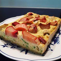 Selbstverständlich musste ich nach den gigantischen Schoko-Bohnen-Muffins 🍫 den Rhabarber-Bohnen-Kuchen 🍰 von @noreen_food_fitness ausprobieren und der Teig hat ja schonmal megagut geschmeckt 😍💕 ich hab noch eine Zucchini reingeraspelt weil die übrig war. Probiert wird er definitiv heute noch nachm Sport 😀 Vorfreude wuhu!! Bohnenkuchen über alles ❤👌 #bohnenkuchenliebe #bohnenkuchen #rhabarberkuchen #rhabarberliebe #zucchini #gesundealternativen #gesundundfit #kuchenalternative…