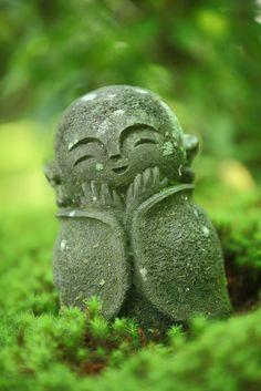 Jizo statue of Enko-ji temple, Kyoto, Japan Japanese Culture, Japanese Art, Little Buddha, Natsume Yuujinchou, Art Japonais, Nihon, Japan Travel, Garden Art, Garden Sculpture