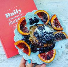 Happy Monday guys. Wer're getting that much closer to Christmas  yay. These delish pancakes were  made by @lm_nutrition using our famous brown Teff flour, banana, almond milk & @natvianaturalsweetner . Topped with blueberries, blood oranges and @coconutmagic coconut. Enjoy today like a  #teff #Lydiateff #monday #pancakes #blueberries #banana #protein #vegan #glutenfree #iron #healthy #fibre