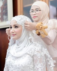 ideas bridal hijab dresses muslim brides for 2019 Muslimah Wedding Dress, Hijab Wedding Dresses, Bridal Hijab, Bridal Dresses, Disney Wedding Dresses, Muslim Veil, Muslim Brides, Wedding Veils, Wedding Bride