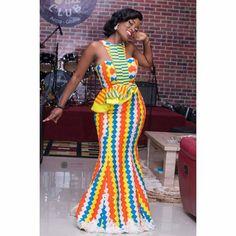 #weddingguest@Regrann from @saa_dia -  Intertwined and stitched patterns.  Outfit: @saa_dia  Makeup &Hair: @demourebytalata  #SadiaSanusi #Kente - #regrann