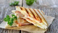 Tavada Karışık Tost Tarifi - Receta de arroz - Las recetas más prácticas y fáciles Chapati, Panini Low Carb, Bill Granger, Grilled Ham, Fusion Food, Cheesy Recipes, Food Articles, Soup And Sandwich, Soups