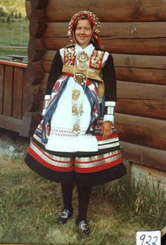 Traditional Norwegian folk costumes - Page 4 Folk Clothing, Historical Clothing, Norwegian Clothing, Norwegian People, Authentic Costumes, Norwegian Style, Dress Up Costumes, Folk Costume, Traditional Dresses