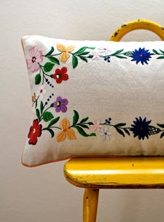 20 x 12 (50 x 30 cm)pilow cover This bolster pillow cover is made from a vintage embroidered table cloth with a lovely floral motif in bright