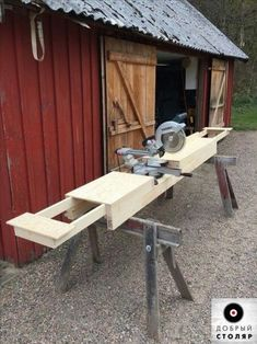 Homemade Miter Saw Stand with extension wings – – Today Pin Work_Saw - wood working gifts Woodworking Workshop, Woodworking Bench, Woodworking Crafts, Woodworking Projects, Handyman Projects, Woodworking Beginner, Woodworking Machinery, Woodworking Techniques, Workbench Plans Diy