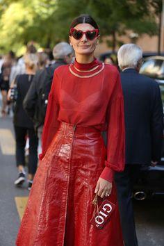 O fotógrafo Leo Faria registrou os melhores looks de street style durante a temporada de Milão. De estrelas da moda como Anna Wintour e Giovanna Battaglia a fashionistas que capricham na montação, as ruas da cidade foram tomadas por looks estampados, coloridos e divertidos.