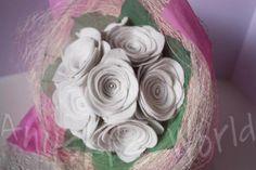 Ramo de rosas de fieltro