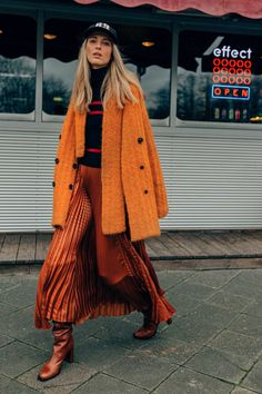 Apr 2020 - The complete Dorothee Schumacher Fall 2020 Ready-to-Wear fashion show now on Vogue Runway. 2020 Fashion Trends, Fashion Week, Fashion 2020, Look Fashion, Fashion Show, Fashion Design, Classy Fashion, Fall Fashion, Mode Outfits