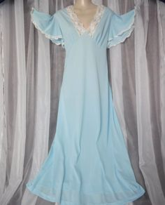 SOLD - L.XL.Vtg.Sky blue,long w/white scallop edge lace trim,vintage nightgown,sleepwea