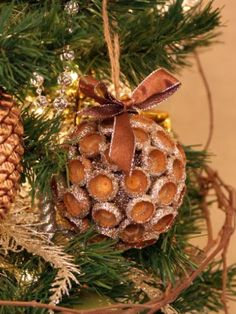 If you have acorns around your house, don't throw them away! Here are 10 Fun and Affordable Acorn Crafts Anyone Can Make, and that includes you! Harvest Crafts, Acorn Crafts, Autumn Crafts, Crafts With Acorns, Christmas Crafts For Kids To Make, Handmade Christmas, Holiday Crafts, Acorn Decorations, Christmas Decorations