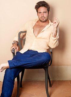 I actually think he's really hot. Like a bad boy! Xaxa.