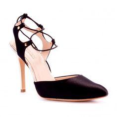 8e6453bbd 13 melhores imagens de Shoe Care Tips   Shoes, Heels e Shoes heels