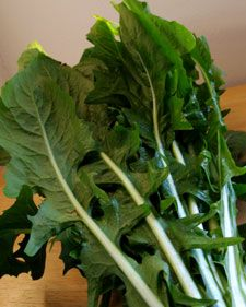 10 reasons to use dandelion greens in my green smoothies. (Not to anyone repinning: I keep my greens in a vase of water on my kitchen counter -Debi, FitNHealthyMommy)