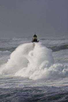 Phare du Finistère Finistère Bretagne Travel Pictures, Cool Pictures, Lighthouse Pictures, Lighthouse Keeper, Stormy Sea, Photos Voyages, Sea Waves, Ocean Life, Strand